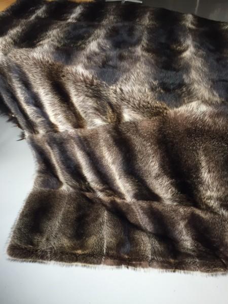Pelzdecke aus Waschbärfellen